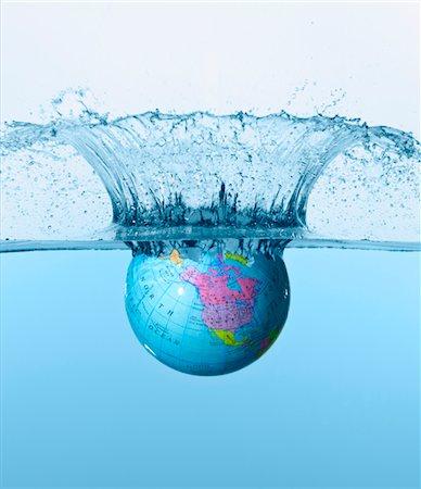 Globe hitting water surface Stock Photo - Premium Royalty-Free, Code: 6106-05506850