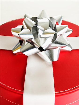 silver box - Red gift box with silver bow, close-up Stock Photo - Premium Royalty-Free, Code: 6106-05508258