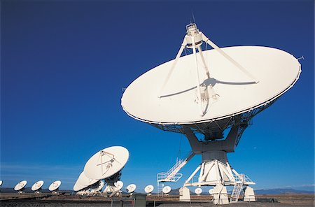radio telescope - Radio Telescopes Stock Photo - Premium Royalty-Free, Code: 6106-05640078