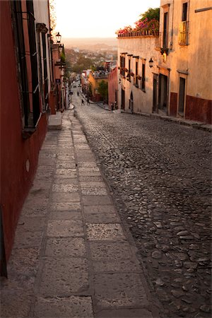 Cobblestone street with colonial architecture. Stock Photo - Premium Royalty-Free, Code: 6106-05787467