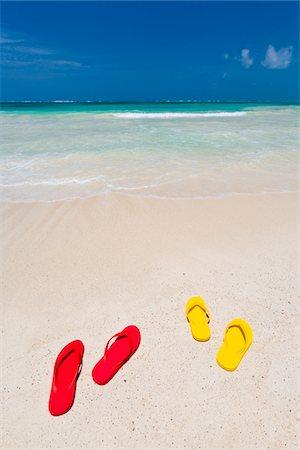 pair - Flip flops on white sand beach, Mexico Stock Photo - Premium Royalty-Free, Code: 6106-05810356