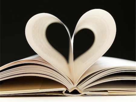 page - Two pages in open book creating a heart Stock Photo - Premium Royalty-Free, Code: 6106-05978635