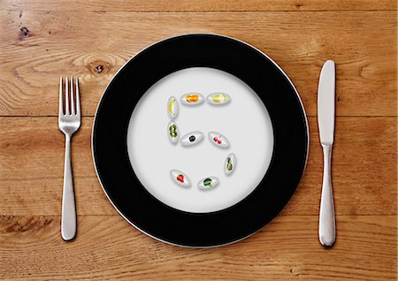 five - Plate with fruit pills forming a 5 Stock Photo - Premium Royalty-Free, Code: 6106-06165553