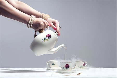 ring hand woman - luxurious hand pouring very hot tea Stock Photo - Premium Royalty-Free, Code: 6106-06165500