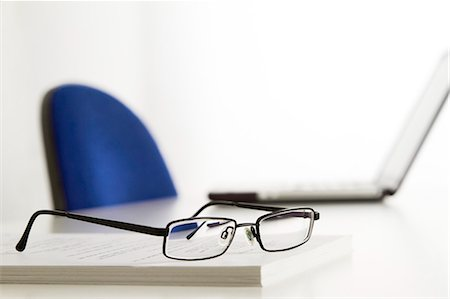 selective focus computer no people - glasses on table in office Stock Photo - Premium Royalty-Free, Code: 6106-06114559