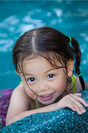 Young girl in pool, smiling Stock Photo - Premium Royalty-Free, Code: 6106-06114815