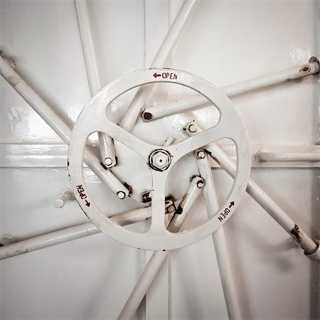 A wheel that opens a boat hatch Stock Photo - Premium Royalty-Free, Code: 6106-06114833