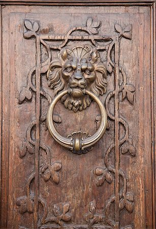 lion head door knocker Stock Photo - Premium Royalty-Free, Code: 6106-06308995