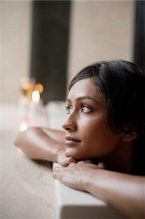 woman in bath tub, glass of wine Stock Photo - Premium Royalty-Free, Code: 6106-06309407