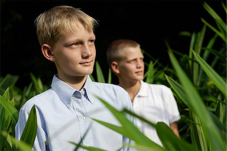 young boys looking off Stock Photo - Premium Royalty-Free, Code: 6106-06310918