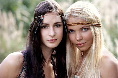 Two young hippie chicks Stock Photo - Premium Royalty-Free, Code: 6106-06311194