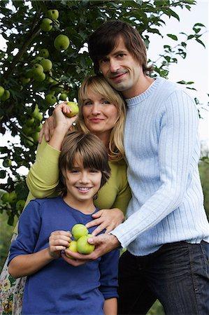 family apple orchard - family under apple tree Stock Photo - Premium Royalty-Free, Code: 6106-06311295