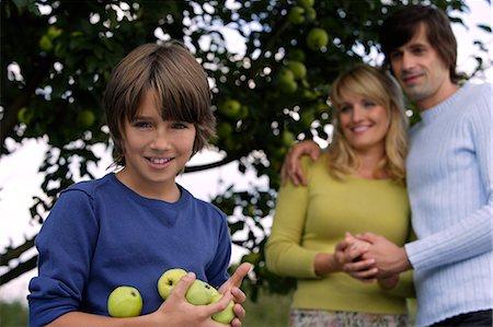 family apple orchard - family under apple tree Stock Photo - Premium Royalty-Free, Code: 6106-06311296
