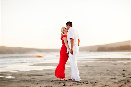 Couple kissing on the beach Stock Photo - Premium Royalty-Free, Code: 6106-06335127