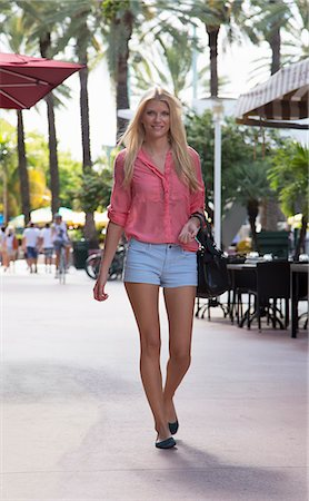 Young woman with short walking on the street Stock Photo - Premium Royalty-Free, Code: 6106-06495894