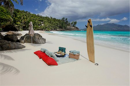 seychelles - Pic nic in the most beautiful beach of the world Stock Photo - Premium Royalty-Free, Code: 6106-06434498