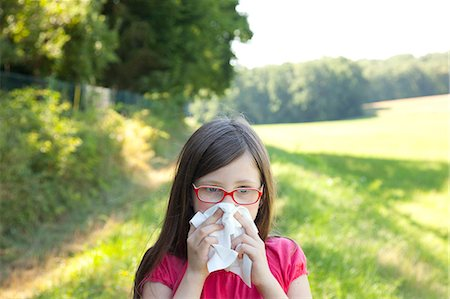 people coughing or sneezing - allergies and injuries Stock Photo - Premium Royalty-Free, Code: 6106-06434752