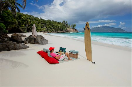 seychelles - Man drinking champagne on the beautiful beach Stock Photo - Premium Royalty-Free, Code: 6106-06434734