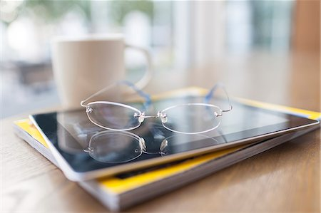 selective focus computer no people - glasses, tablet PC, magazine in coffee shop Stock Photo - Premium Royalty-Free, Code: 6106-06535137