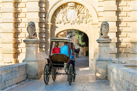 Malta, Mdina Gate with horse drawn Stock Photo - Premium Royalty-Free, Code: 6106-06536051