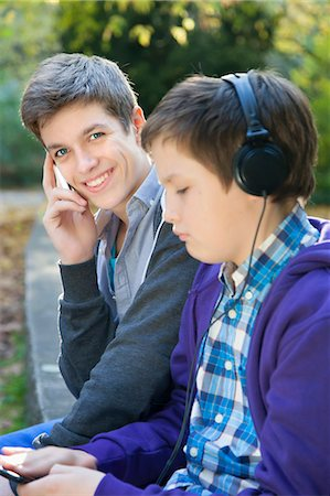 Teenagers with Cellphone & MP3 Player Stock Photo - Premium Royalty-Free, Code: 6106-06614219