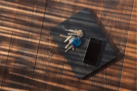 Tablet in case with keys and smartphone on top Stock Photo - Premium Royalty-Free, Code: 6106-06830386