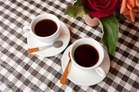 rose patterns - Two cups of coffee on table Stock Photo - Premium Royalty-Free, Code: 6106-06830880