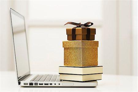 entry field - Stylish shopping Stock Photo - Premium Royalty-Free, Code: 6106-06831228