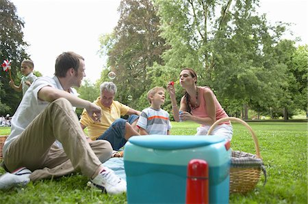 Multi-generational family having picnic in park, children (6-8) Stock Photo - Premium Royalty-Free, Code: 6106-06981663