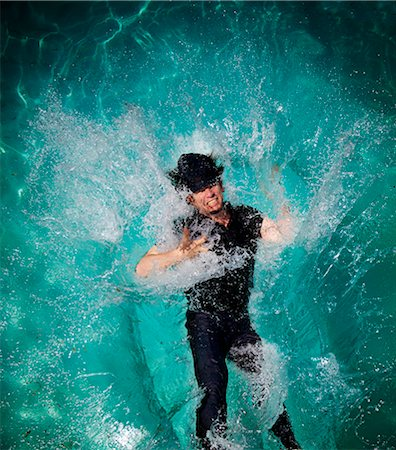 people falling - Man falling in pool Stock Photo - Premium Royalty-Free, Code: 6106-07069968