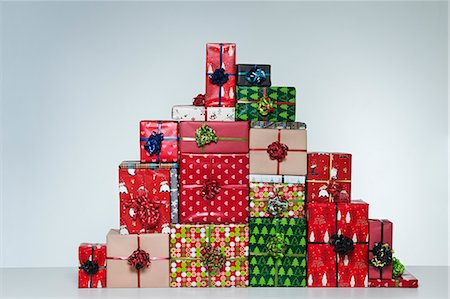 present wrapped close up - Chistmas Presents Stock Photo - Premium Royalty-Free, Code: 6106-07070439