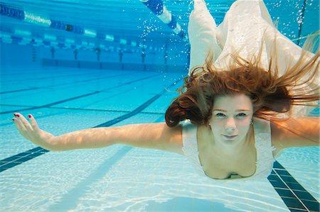Underwater Bride Stock Photo - Premium Royalty-Free, Code: 6106-07070562