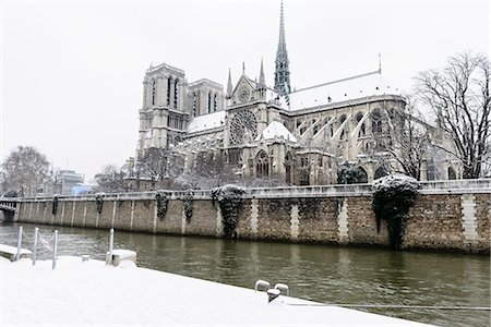 Paris in White - Notre Dame Stock Photo - Premium Royalty-Free, Code: 6106-07070570