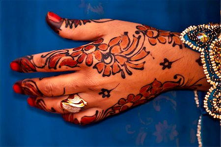 ring hand woman - Wedding henna decorations on hands Stock Photo - Premium Royalty-Free, Code: 6106-07070715