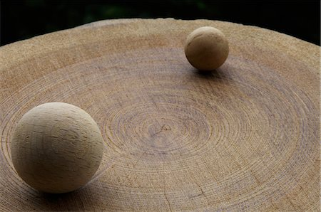 descriptive - Two wood balls on stump Stock Photo - Premium Royalty-Free, Code: 6106-07025055