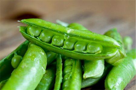 Detail image of fresh English Peas Stock Photo - Premium Royalty-Free, Code: 6106-07349283