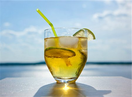 Rum and tonic cocktail outside on deck Stock Photo - Premium Royalty-Free, Code: 6106-07349865