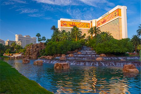 Las Vegas, The Strip, The Mirage Hotel and Casino Stock Photo - Premium Royalty-Free, Code: 6106-07455143