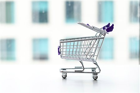 empty shopping cart - shopping cart in office building background Stock Photo - Premium Royalty-Free, Code: 6106-07455522
