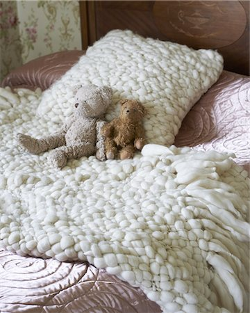 decorations - Teddy bears on bed with woolen blankets Stock Photo - Premium Royalty-Free, Code: 6106-07594485