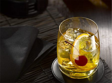 Whiskey Cocktail Stock Photo - Premium Royalty-Free, Code: 6106-07594438