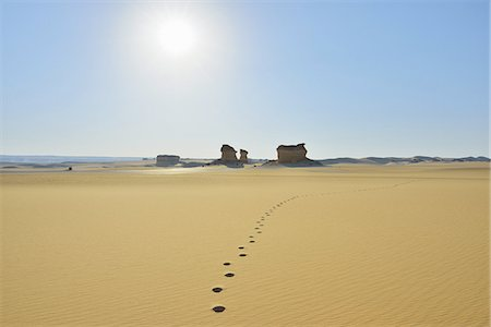 egypt - Footprints in Desert Stock Photo - Premium Royalty-Free, Code: 6106-07601779