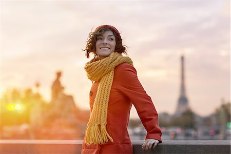 Woman in Paris with Eiffel Tower in the background Stock Photo - Premium Royalty-Free, Code: 6106-07602112