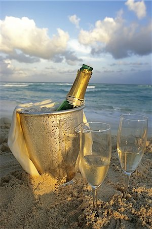 Champagne, Playa del Carmen beach Stock Photo - Premium Royalty-Free, Code: 6106-08277124