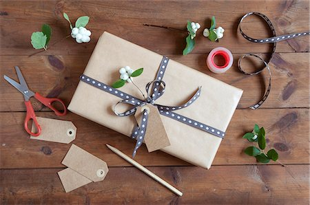 Packing Present Stock Photo - Premium Royalty-Free, Code: 6106-08508995