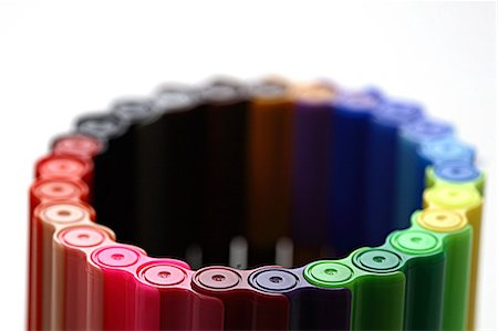 form - Close-up of assorted sketch pens arranged in a circle Stock Photo - Premium Royalty-Free, Code: 6107-06117454