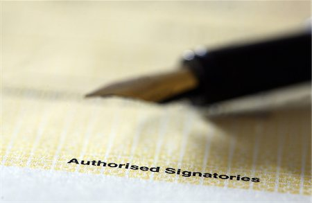 Blank check and pen Stock Photo - Premium Royalty-Free, Code: 6107-06117540