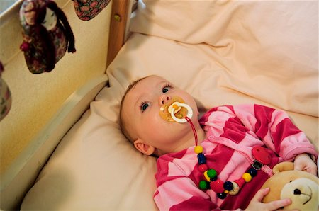 sucking - Baby in bed with comforter Stock Photo - Premium Royalty-Free, Code: 6108-05856057