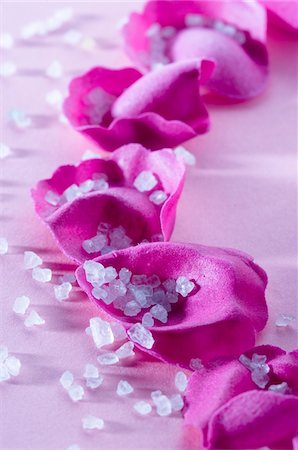 Flowers petals and bath salts, close-up Stock Photo - Premium Royalty-Free, Code: 6108-05857238