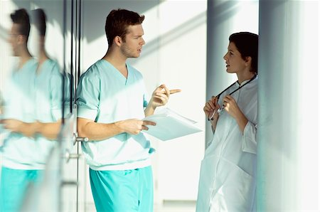 displaying - Side profile of two doctors discussing a medical record Stock Photo - Premium Royalty-Free, Code: 6108-05860350